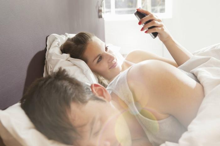 cheating woman texting